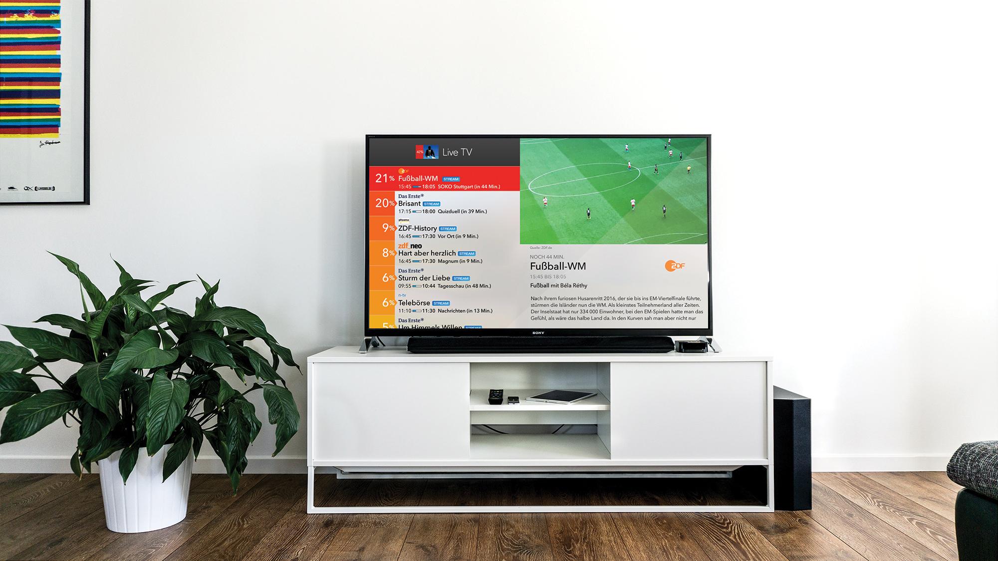 Live TV App Fernseher im Wohnzimmer platziert