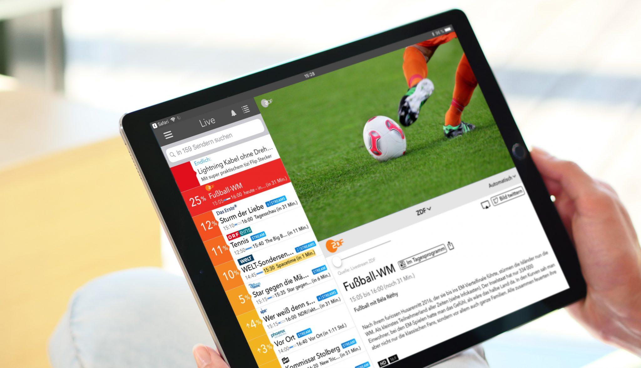 Live TV App auf iPad in Händen