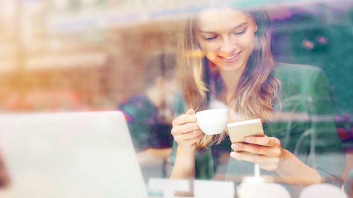 Blogger Übersicht Frau mit Handy